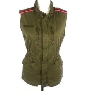 Maison Scotch army green vest w/ shoulder detail